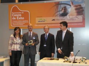Xabier Sabalza recibe el galardón otorgado a Metaposta