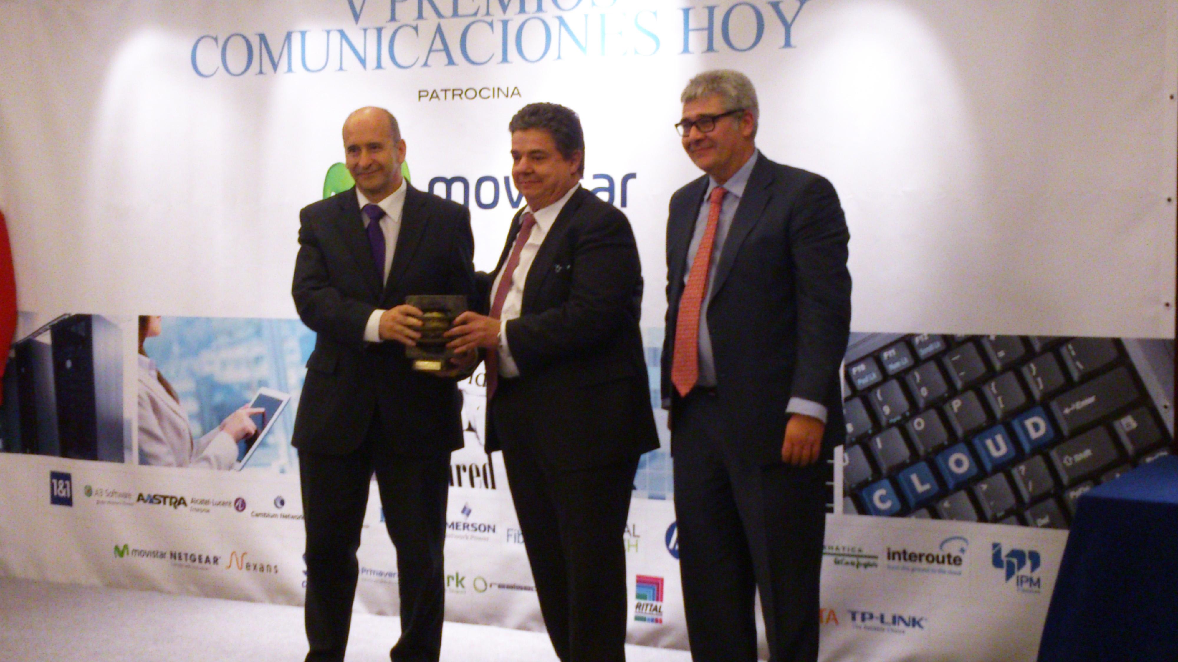 Imagen de la recogida del premio ComunicacionesHoy